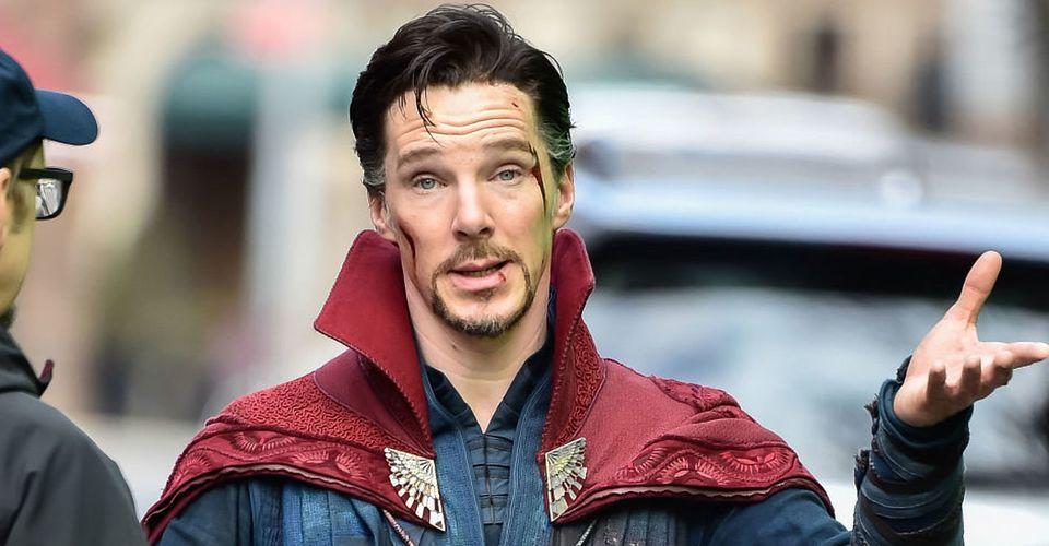 ดูหนังออนไลน์  รับชม Benedict Cumberbatch Walk ในร้านขายการ์ตูนที่แต่งตัวเป็น Doctor Strange